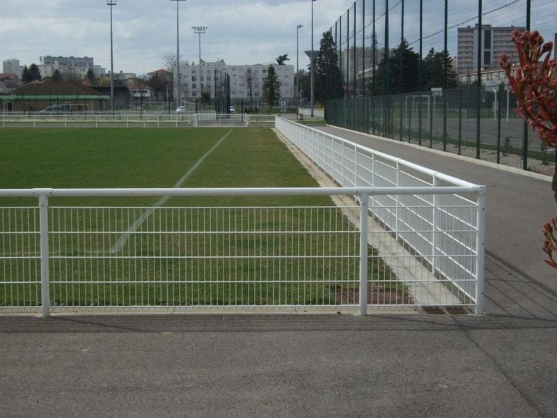 Sport: Leaning Fence